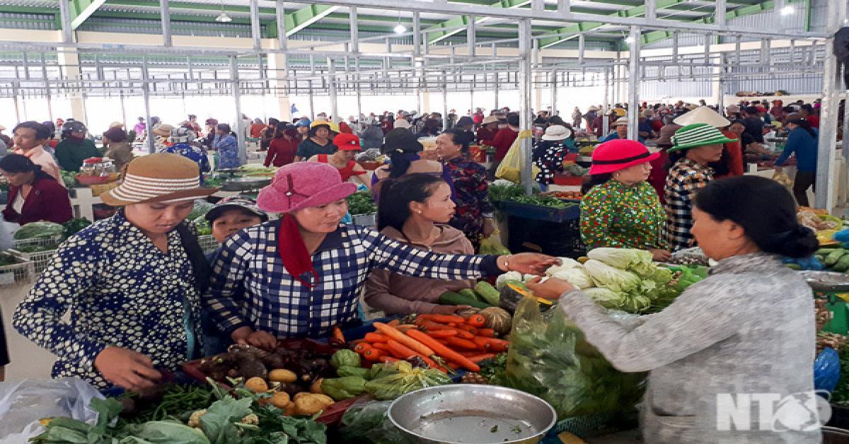 Niềm vui chợ mới Cà Ná